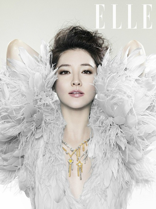 1447224098-1447214517-lee-young-ae-----elle-magazine-november-issue----12-a